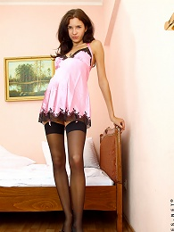 Nubiles.net Iraina - Sultry Amateur Babe Displays Her Shaved Nubile Pussy In Her Cozy Bedroom